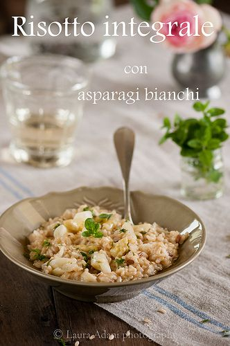 Brown risotto with white asparagus