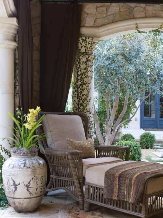 French Colonial in Pasadena - Charmean Neithart Interiors