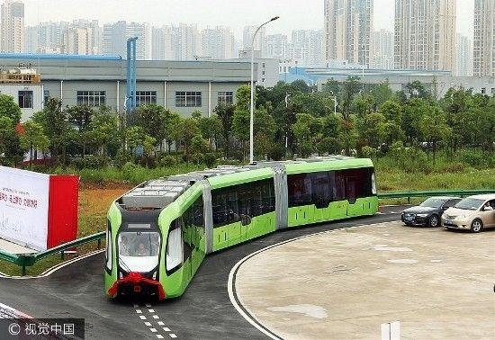 Os chineses não deixam de surpreender quando o assunto é transporte público. Saiba tudo sobre o primeiro trem sem trilhos que foi testado por lá.  http://ift.tt/1IJoGoo