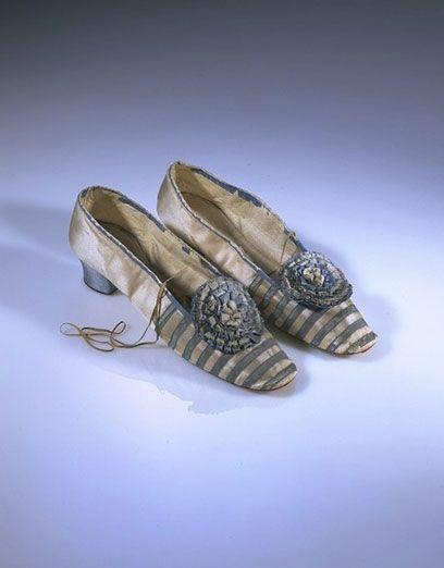 1855-1865 Silk satin shoes with ribbon rosette, Latham | V