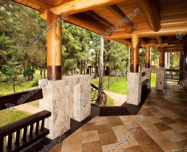 Реконструкция дома из лиственницы 2012 год. Ограждение веранды - лавочки.