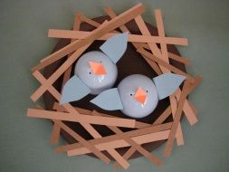 Easter craft idea - baby birds in nest - paper plate, construction paper, plastic eggs, brown paint, glue