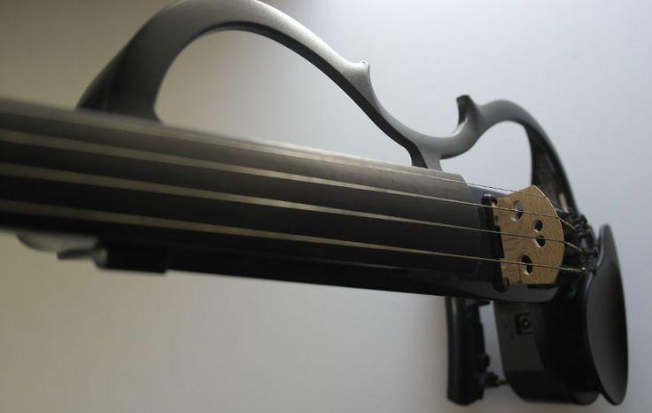 Violines eléctricos: Cómo se hace un violín eléctrico [Vídeo] http://blgs.co/2u9Kgi