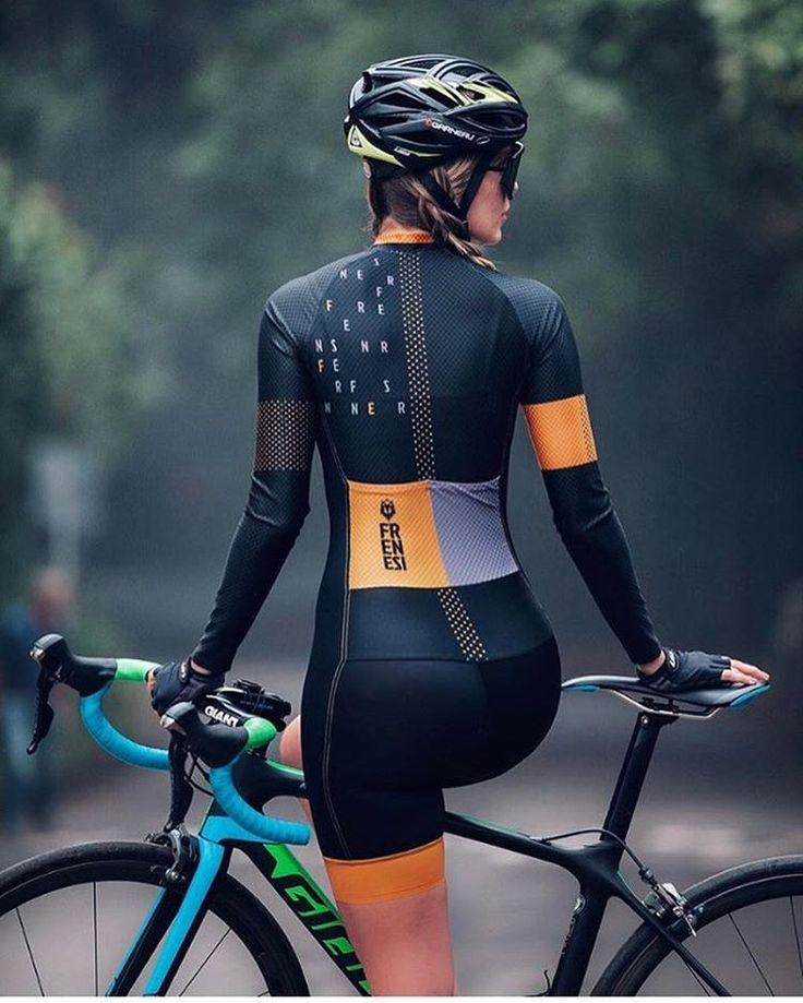 なにわ禁輸うどん♪ — razumichin2: Cool bike girl in Frenesi cycling...