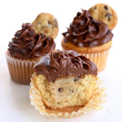 Cookie Dough Stuffed Cupcakes: Chips Cookies, Chocolates Chips, Fun Recipe, Cupcake Rosa-Choqu, Stuffed Cupcake, Cookies Dough Cupcake, Dough Stuffed, Cookiedough, Cookie Dough Cupcake