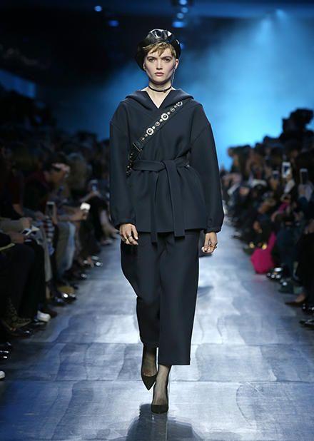 DIOR Site Oficial. Descubra todo o universo Christian Dior, Moda, Perfumes e Acessórios para Homem e Mulher
