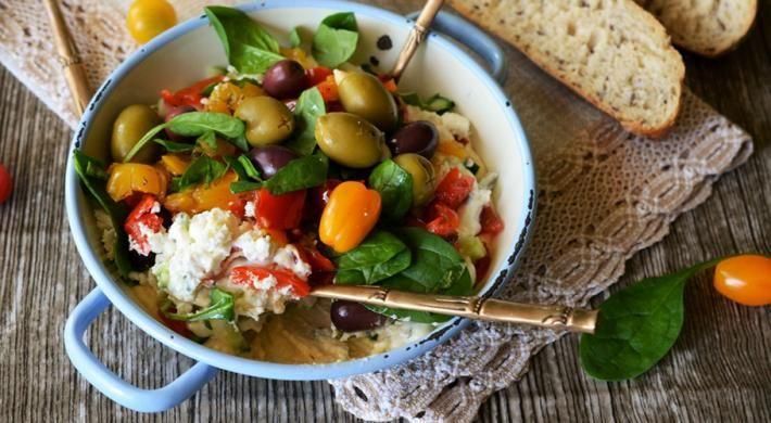 Salata meditereana cu hummus
