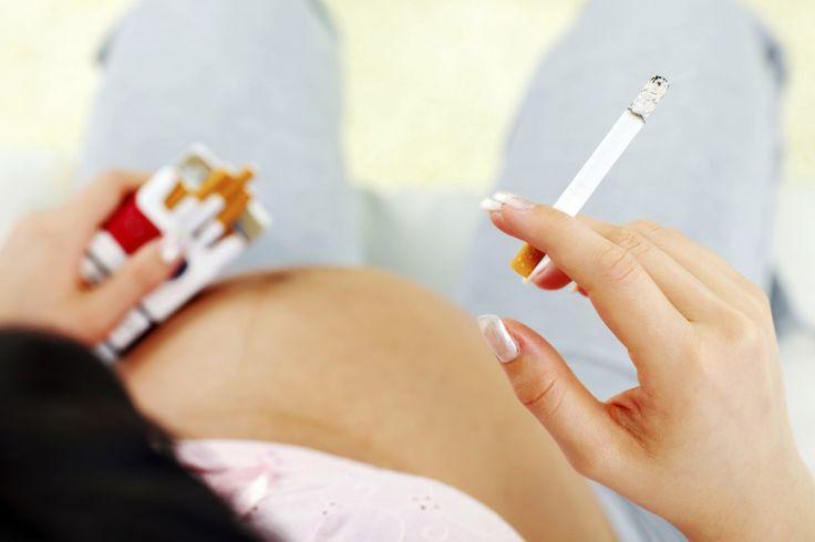 Vous êtes nombreuses à fumer pendant la grossesse : 24 % des femmes enceintes sont des fumeuses. Or, si la cigarette constitue déjà un risque pour votre santé avant la grossesse...