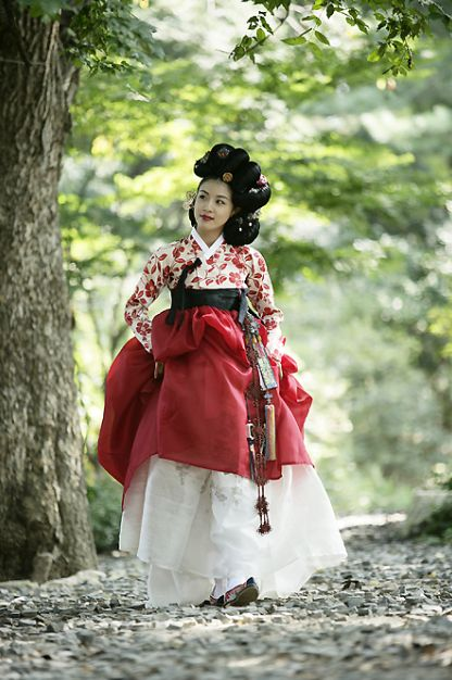 Ha Ji Won as Hwang Jin Yi (2006), beautiful hanbok