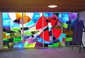Google Afbeeldingen resultaat voor http://www.deontmoeting-pka.nl/uploads/images/6%2520dit%2520kerkgebouw/kunst/elffers/glas_in_lood_links.jpg