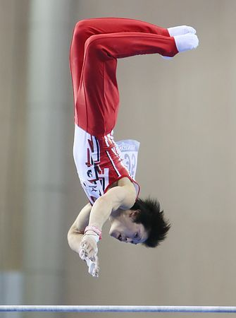 男子予選、内村航平の鉄棒の演技=4日、中国・南寧 ▼4Oct2014時事通信|日本、予選2位で決勝へ=内村は個人総合首位-世界体操 http://www.jiji.com/jc/zc?k=201410/2014100400211 #Kohei_Uchimura #内村航平 #Horizontal_bar #单杠 #單槓 #2014_World_Artistic_Gymnastics_Championships #2014年世界竞技体操锦标赛