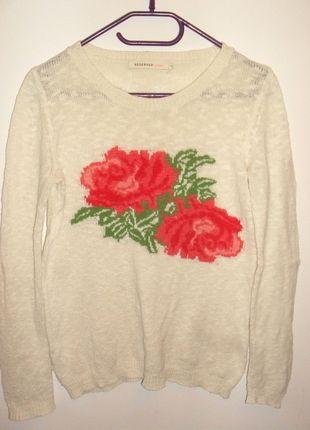 Kup mój przedmiot na #vintedpl http://www.vinted.pl/damska-odziez/swetry-z-dzianiny/11338552-sweterek-z-roza-reserved-s