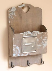 Key Box / Key Hook / Letter Rack Chic & Shabby Style Wall Plaque/Wall Key Holder Wall Tidy with Cut-Out Heart & Painted Floral Design