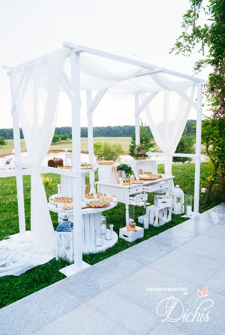 Elegant outdoor candybar concept for summer weddings.  #outdoor #weddings #candybar #concept #decorations #elegant