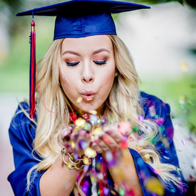 19 Senior Picture Poses That Will Make You Want to Go Back to School