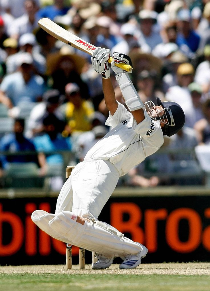 Upper Cut   Sachin Tendulkar plays an upper cut during the third Test match between India and Australia at WACA stadium in Perth, 16 January 2008.