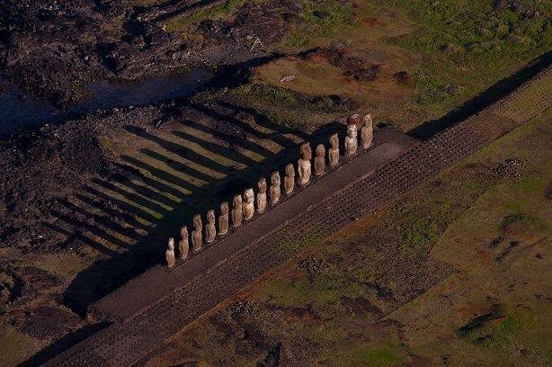 Statues Moaïs de l'Ahu Tongariki, île de Pâques, Chili Easter Island (27°08' S - 109°17' O).