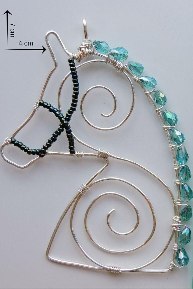 bijuterie artizanală pandantiv cal din sârmă de cupru placată cu argint și mărgele de sticlă