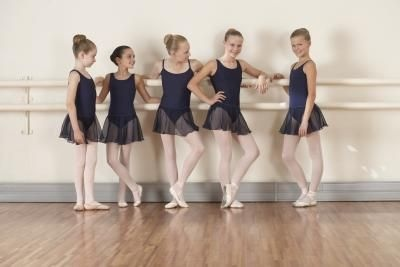 How to Do Childrens Makeup for a Ballet Recital thumbnail