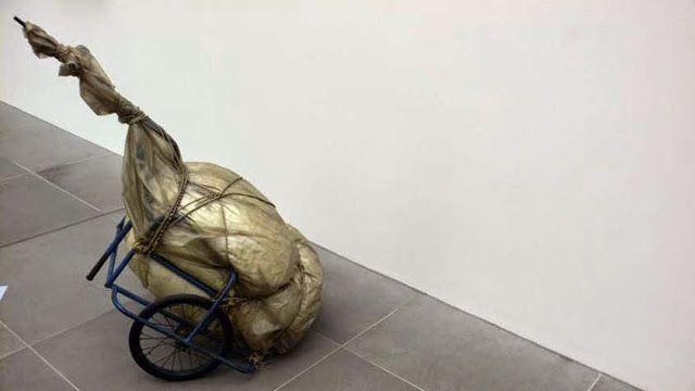 #Empaquetage esta obra es de Yves Klein, su titulo es sur Diable y fue realizada en 1964.He elegido esta obra entre otras porque representa este estilo de forma muy clara.