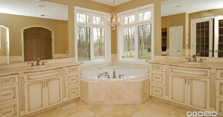 Master bathroom at 4499 Escarpment Drive, Burlington ON