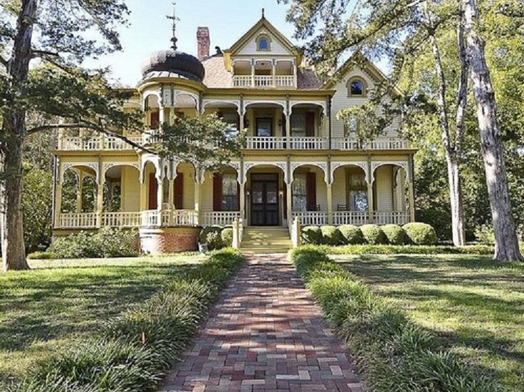 Queen Anne Victorian Style Mansion in Texas. | Southern ...