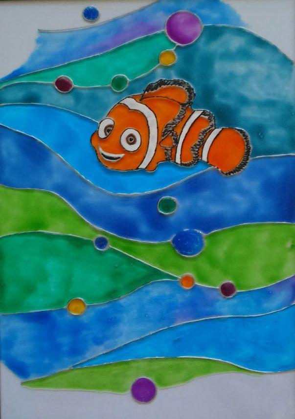 Мы даже не сомневаемся, что вы знаете как зовут эту озорную рыбку - конечно Немо:) А как витраж переливается и играет красками в ярких весенних солнечных лучах !
