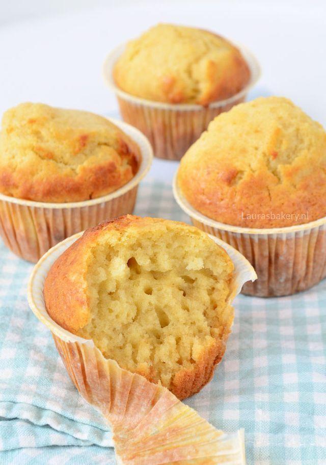 Ik heb in de laatste jaren al regelmatig muffins gemaakt. Van die echte Amerikaanse stevige, beetje broodachtige muffins. Hier in Nederland zijn we alleen een heel ander soort muffins gewend, lekker l