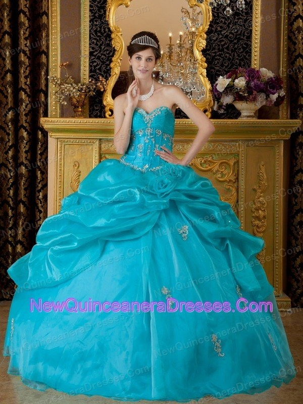 http://www.newquinceaneradresses.com/by-occasion/prom-quinceanera-gowns  Halter-top Appliques designers quinceaneras dress  Halter-top Appliques designers quinceaneras dress  Halter-top Appliques designers quinceaneras dress