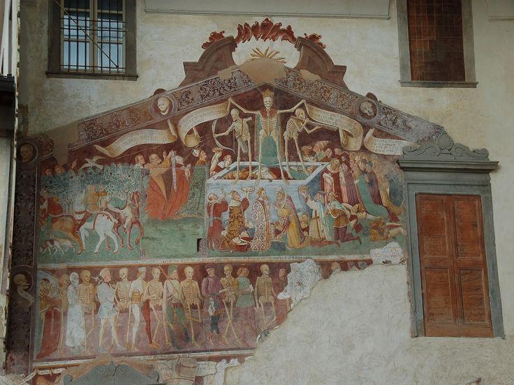 Affresco sulla facciata dell'oratorio dei disciplini di Clusone