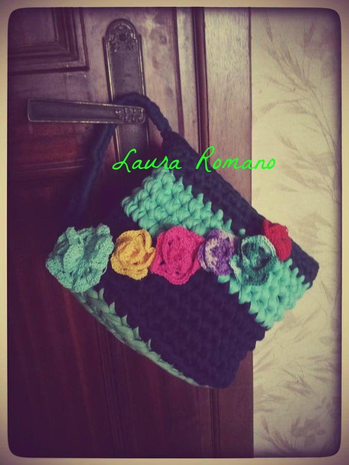 Porta oggetti da bagno in fettuccia verede con fiori in merletto applicati
