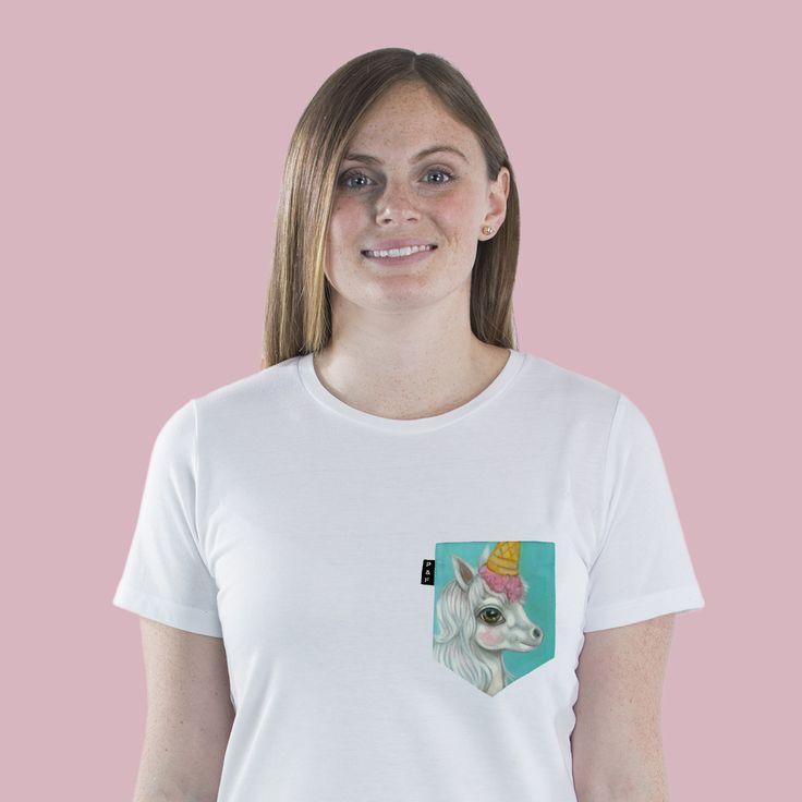 Women's clothing・Pocket tee・Crew neck・Animals・Unicorn・Kids ・Montreal ❖ Vêtements pour femmes・Col rond・Chandail à poche・Licorne・Animal・Montréal