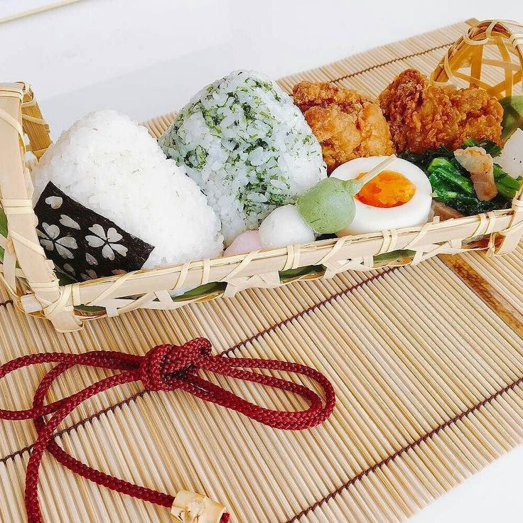 Nothing like a #traditional Japanese lunch box!  #お弁当 #夫弁当 #おにぎり弁当 #籠弁当 #おにぎり #onigiri #lunch #lunchbox #japanesefood #japanesebento #japanesecuisine #washoku #foodpic #food #foodie #cookingram #delistagrammer #snapdish  #Repost @shioriona