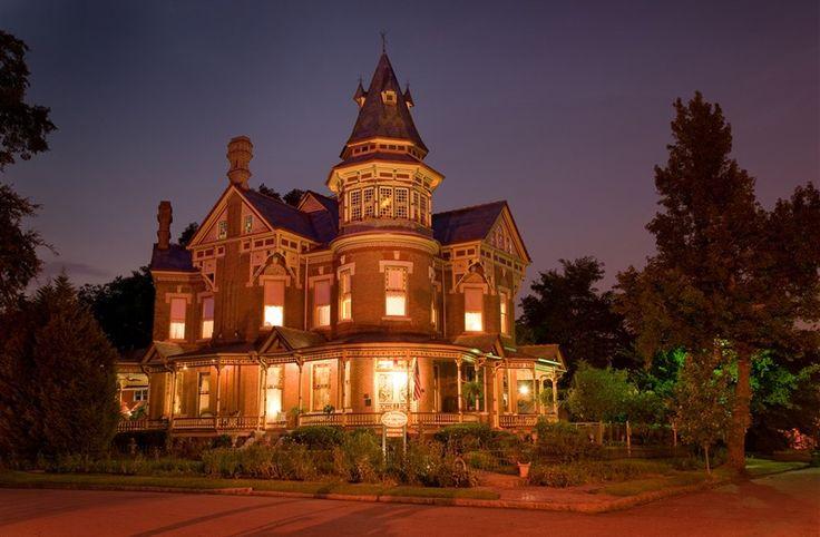 Looks so romantic! The Empress Of Little Rock in Little Rock, Arkansas | B&B Rental