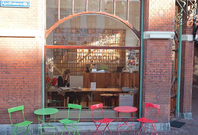 Francobolli Leiden.  Leuk koffie-/lunchtentje waar je kaarten kan schrijven én versturen
