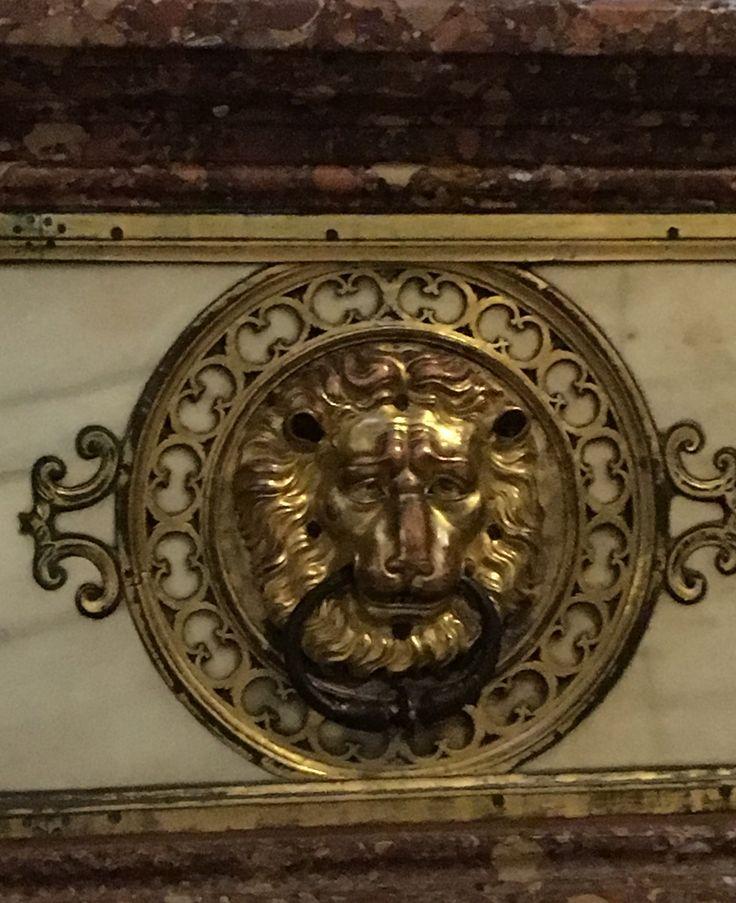 Lion. Intérieur de la cathédrale de Tolede.Espagne
