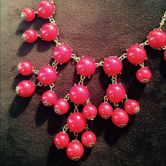 Red bubble necklace Brand new red bubble necklace! No damages. Clasps behind. Perfect statement necklace! Jewelry Necklaces