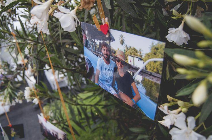 Decoración de los árboles del matrimonio, con fotos de los novios.