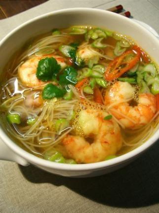 Soupe de crevettes à la citronnelle d'inspiration asiatique