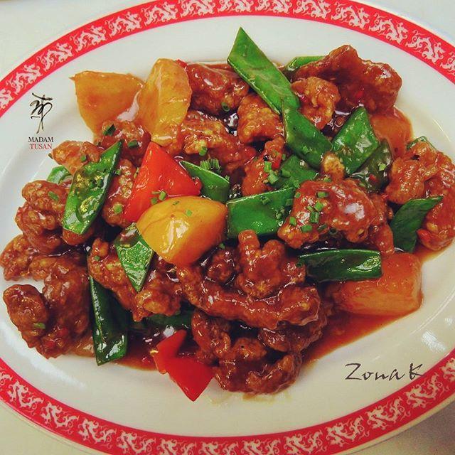 #zonakbogota #zonak #restaurantemadamtusan #madamtusan #usaquen Pollo Curoyoc con piña ,duraznos y verduras en salsa de tamarindo