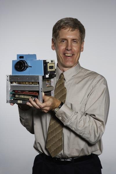 Kodak Entwickler Steve Sasson, Erfinder der weltweit ersten Digitalkamera (Foto: obs/Eastman Kodak Company) » Archiv » neuerdings.com