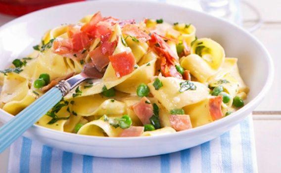 Pappardelle con crema di piselli e salmone - La ricetta di Buonissimo