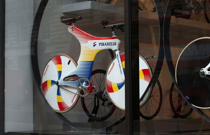 Miguel Indurain's Hour Record bike kitted out with a Selle Italia saddle, ITM handlebars and Campagnolo wheels-