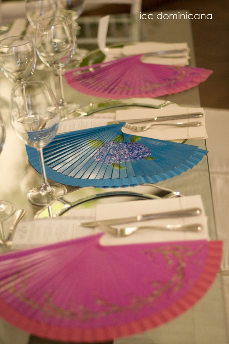 color fans as wedding souvenirs