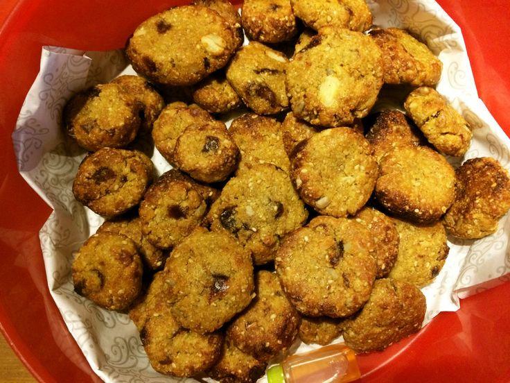 ベサンとデーツの豆腐クッキー    ベサン(ひよこ豆の粉)とドライフルーツやナッツを使った身体に優しいクッキーです。お豆腐がしっとり感を出してくれています。