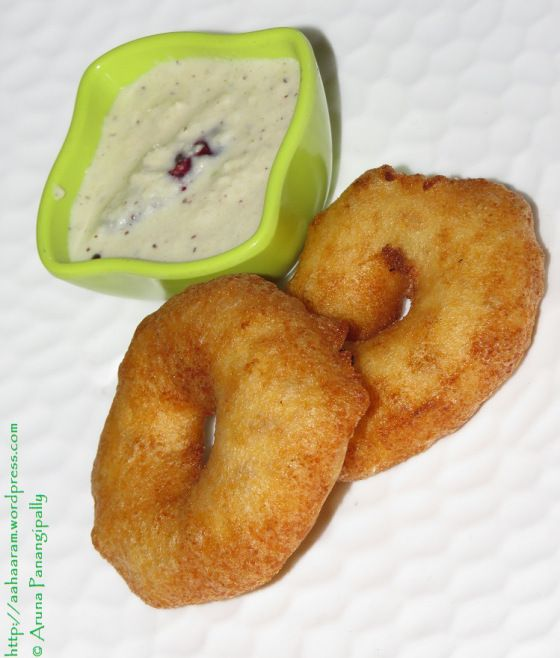 In South India, on any auspicious occasion, you will find Garelu (Medu Vada or Ulundu Vadai) being served along with Payasam of some sort. I decided to herald in the New Year (or rather usher out t...