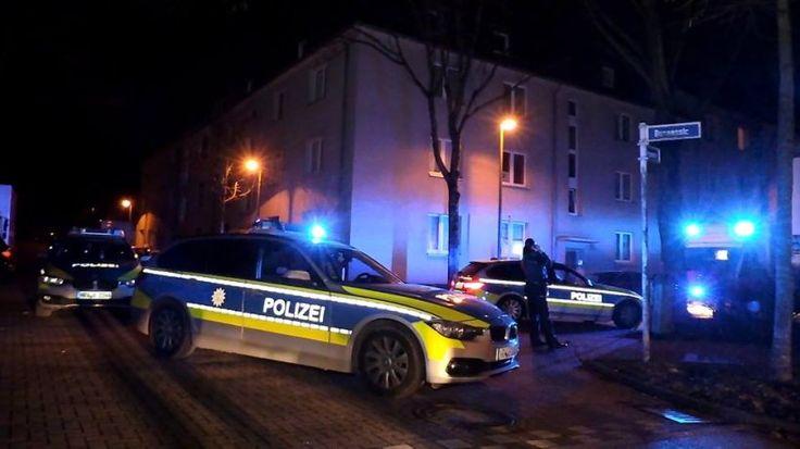 Zwei verfeindete Gruppen lieferten sich am Sonntag gegen 23:45 Uhr eine Massenschlägerei in der Bunsenstraße in Essen-Holsterhausen. [kein Linktext vorhanden]
