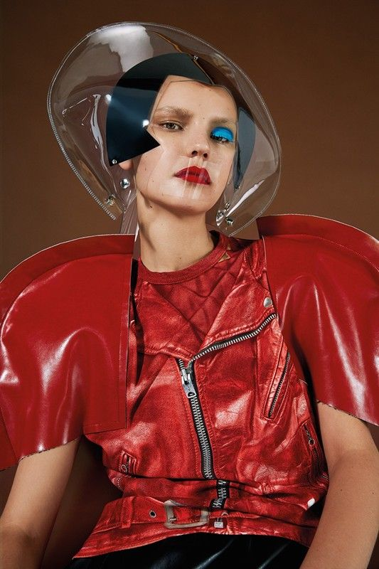 Tomihiro Kono and Isamaya Ffrench talk creating retro-futuristic muses for Junya Watanabe SS15 and how working with the elusive designer is like solving riddles: http://www.dazeddigital.com/fashion/article/24473/1/pressure-space-junya-watanabe-s-astro-girls