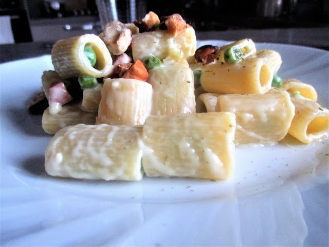 FORNELLI IN FIAMME: MACCHERONI WITH SOIA CREAM , HAZELNUTS AND PEAS (V...