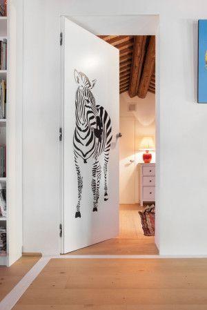 Le porte a battente rasomuro risultano prive di qualsiasi elemento quali stipiti e cornici coprifilo.Le porte a battente possono essere dipinte nell...